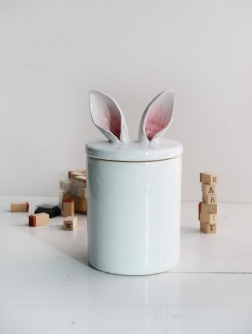 Pojemnik z króliczymi uszami